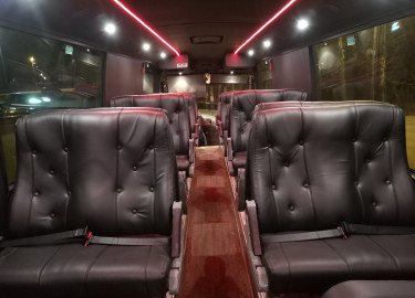 """15 Meters """"VIP"""" Buss til Leie."""
