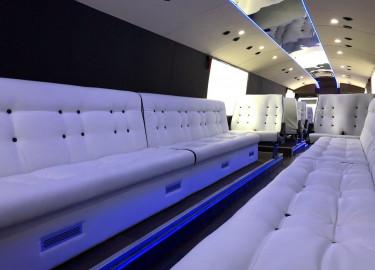 Nydelig profesjonelt bygget 15 meter buss med lyd, lys og eksteriør leies ut for 370.000