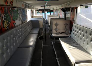 Profesjonelt bygd russebuss til leie for 180.000 inkl lyd, lys og eksteriør..