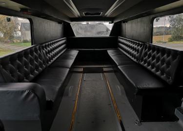 Russebuss med 26+1 seter til leie for 195.000 inkl lyd, lys og eksteriør.